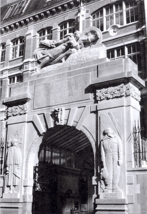 Sculpture-Gaumont.jpg
